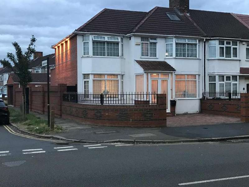 5 Bedrooms Semi Detached House for sale in North Hyde Lane UB2