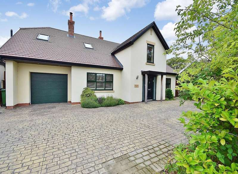 5 Bedrooms Detached House for sale in Nansen Road, Gatley