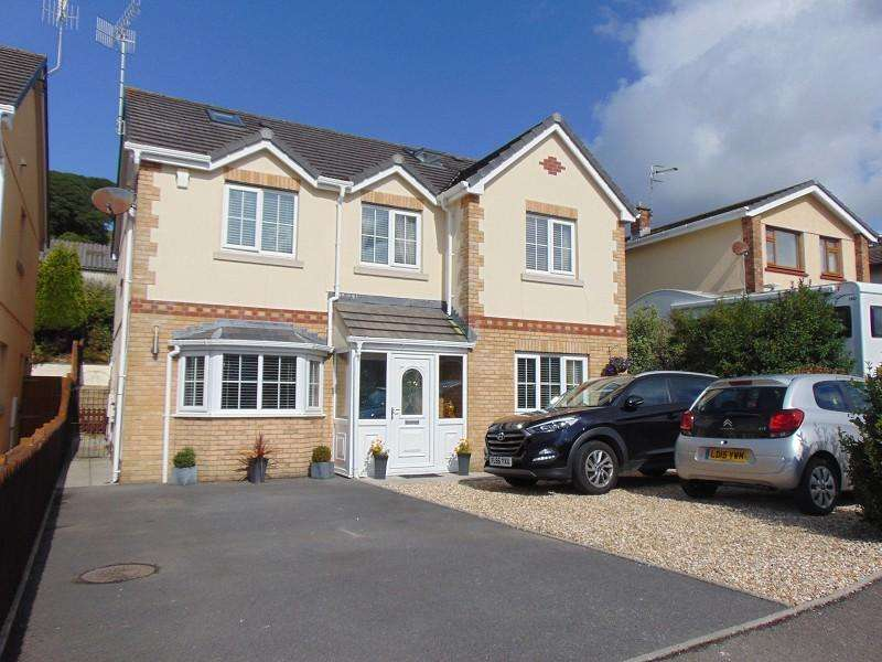 5 Bedrooms Detached House for sale in Gwscwm Park, Burry Port, Carmarthenshire. SA16 0DX