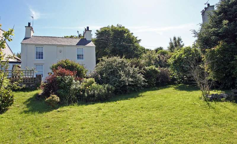 2 Bedrooms Cottage House for sale in Bull Bay, Anglesey, North Wales