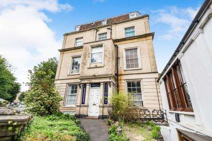 2 Bedrooms Flat for sale in Queens Road, Clifton, Bristol