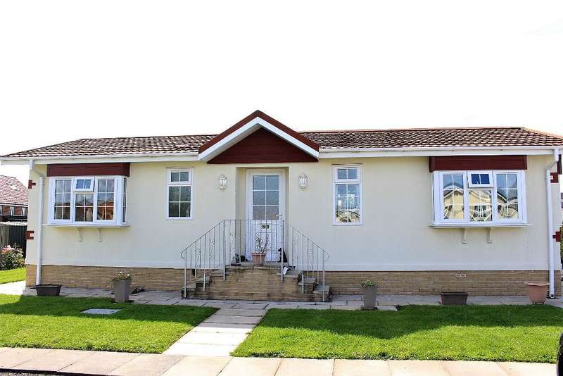 2 Bedrooms Park Home Mobile Home for sale in The Avenue, Wyre Vale Park, Garstang, Lancashire, PR3 1PY