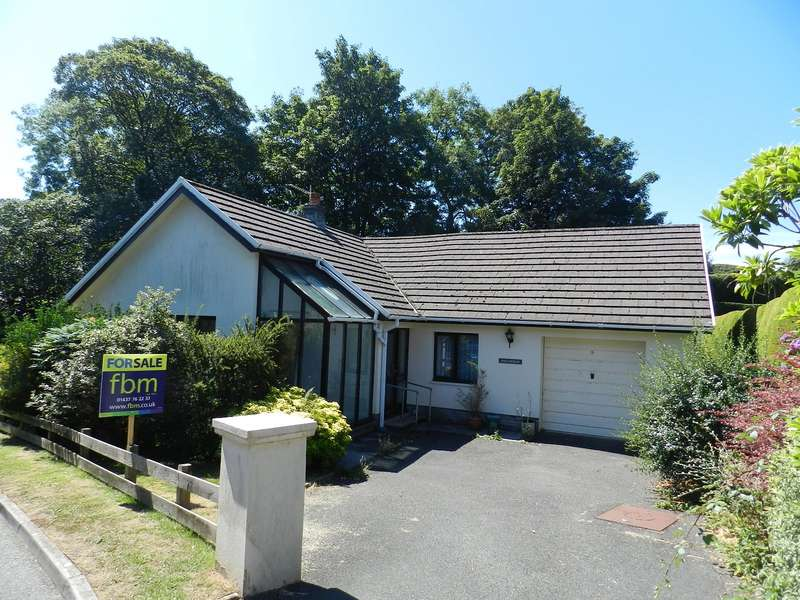 3 Bedrooms Detached Bungalow for sale in Oakwood Grove, Haverfordwest, Pembrokeshire