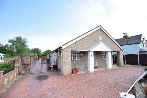 4 Bedrooms Bungalow for sale in Holland Road, Little Clacton