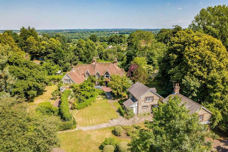 7 Bedrooms Detached House for sale in Castle Road, Chipstead, Coulsdon
