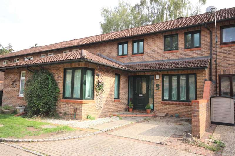 3 Bedrooms Terraced House for sale in Purbrook Court, Forest Park