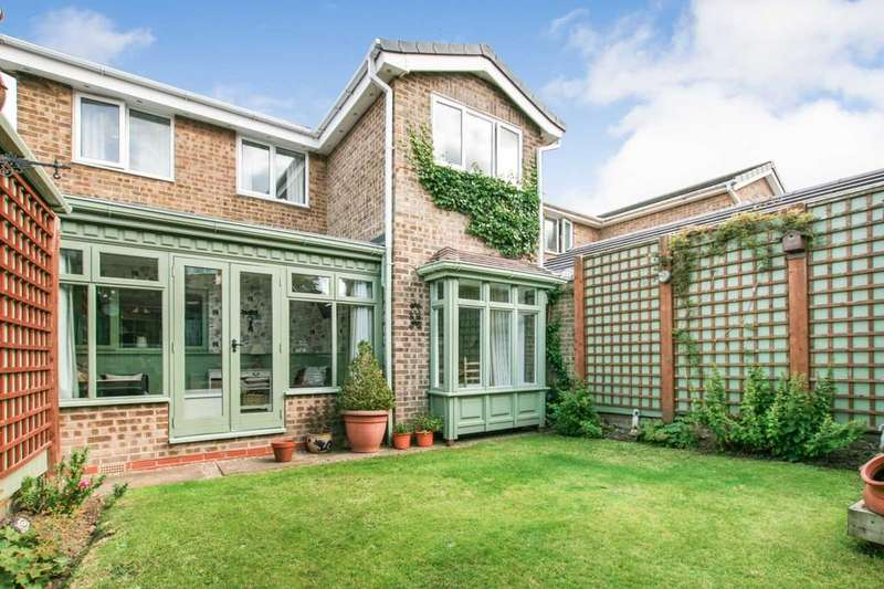 3 Bedrooms Detached House for sale in Coniston Road, Dronfield Woodhouse, Derbyshire, S18 8NZ