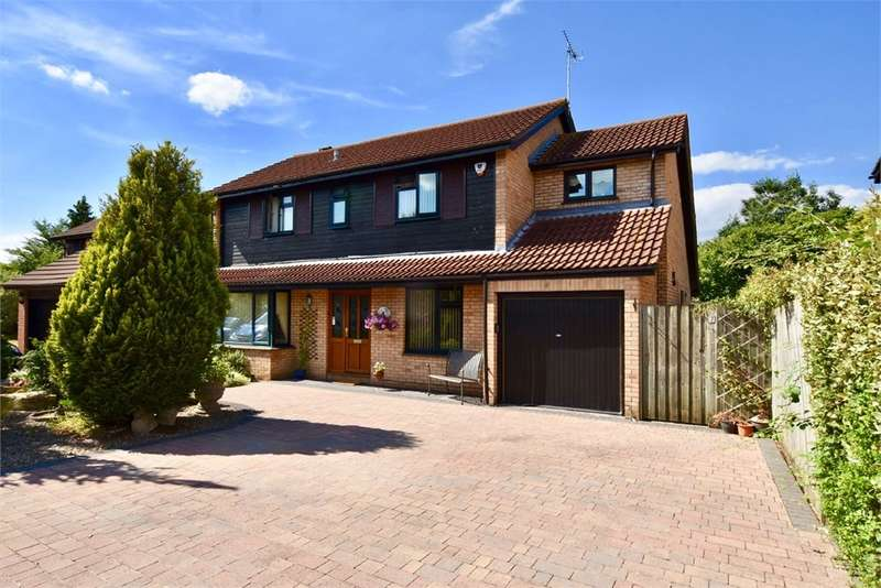 4 Bedrooms Detached House for sale in Larch Close, Nailsea, Bristol, North Somerset