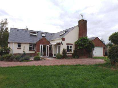 4 Bedrooms Equestrian Facility Character Property for sale in Woodgreen, Fordingbridge, Hampshire