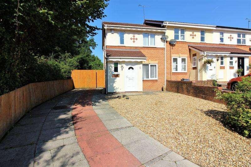 3 Bedrooms Semi Detached House for sale in Lindisfarne Avenue, Stanney Oaks, Ellesmere Port