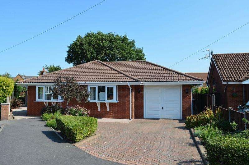 3 Bedrooms Detached Bungalow for sale in Upton Close, Lowton, WA3 2JS