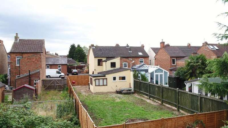 3 Bedrooms Semi Detached House for sale in Margetts Road, Kempston MK42