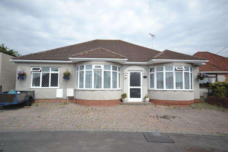4 Bedrooms Bungalow for sale in Baglyn Avenue, Kingswood, Bristol