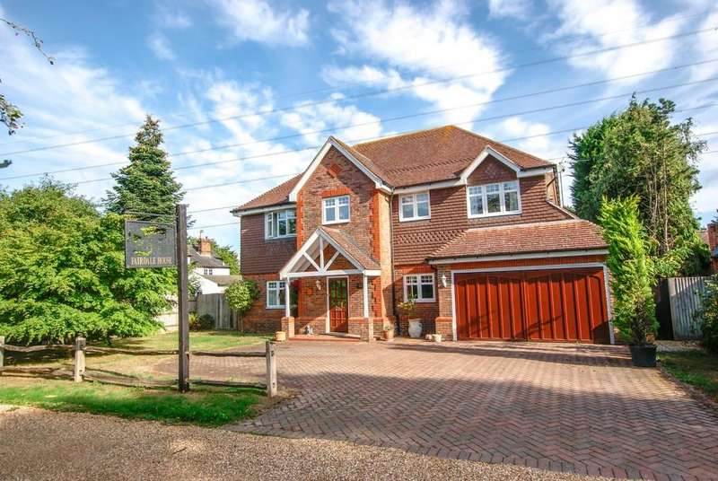 5 Bedrooms Detached House for sale in Chequers Lane, Eversley