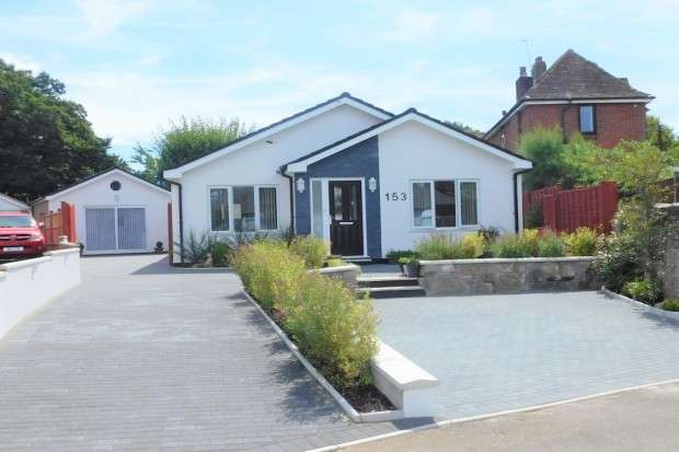 3 Bedrooms Bungalow for sale in Lake Road, Hamworthy, Poole, BH15