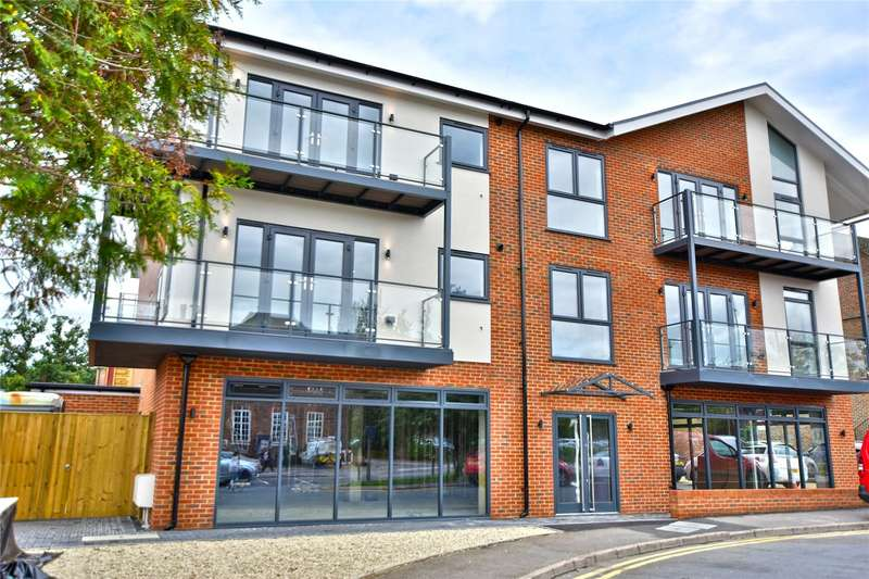 2 Bedrooms Flat for sale in Chenies Parade, Little Chalfont, Buckinghamshire, HP7
