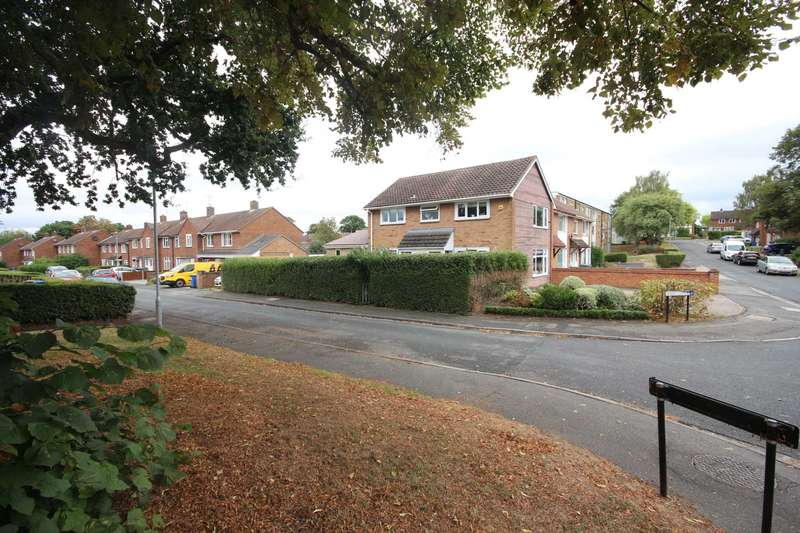 4 Bedrooms Semi Detached House for sale in Merryhill Road, Bracknell