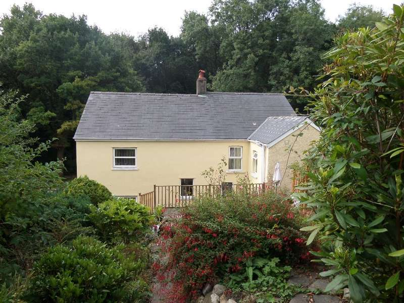 4 Bedrooms Detached House for sale in Lower Harpers Road, Abersychan, Pontypool, NP4