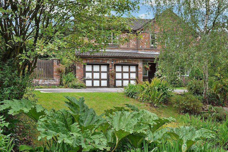 5 Bedrooms Detached House for sale in Chiswick Gardens, Appleton, Warrington