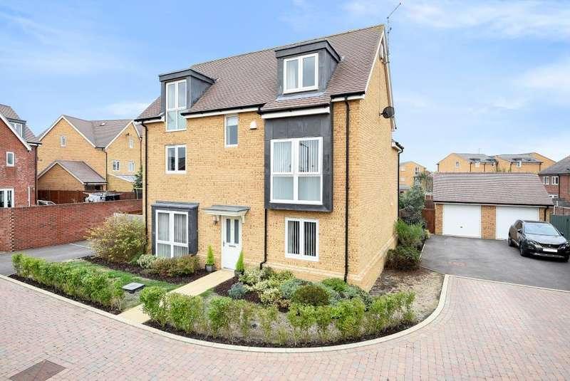 5 Bedrooms Detached House for sale in Derby Place, Berryfields, HP18