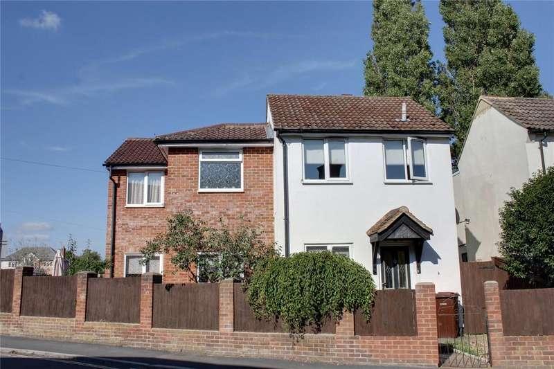3 Bedrooms Detached House for sale in Newport Road, Aldershot, Hampshire, GU12