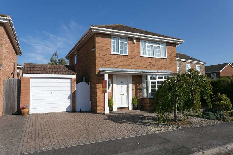 3 Bedrooms Detached House for sale in Cranbrook Drive estate