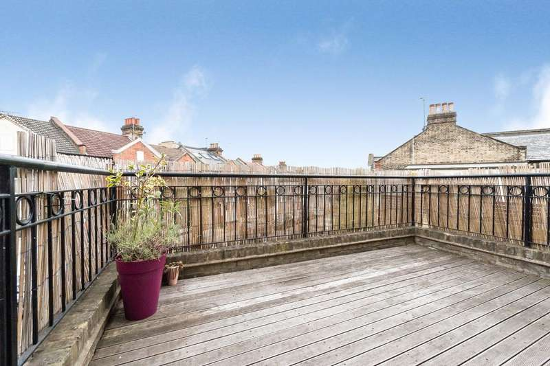 2 Bedrooms Flat for sale in Boutflower Road, Clapham Junction
