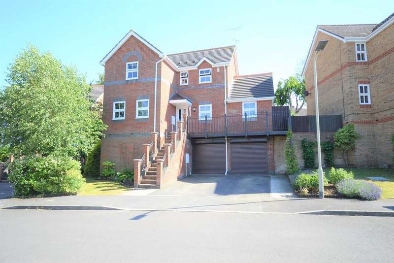 4 Bedrooms Detached House for sale in The Sadlers, Tilehurst