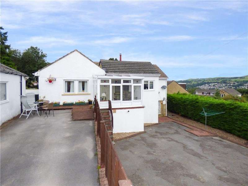4 Bedrooms Detached House for sale in Spring Avenue, Thwaites Brow, Keighley, West Yorkshire