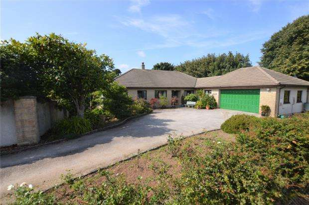 4 Bedrooms Detached Bungalow for sale in Lowenac Gardens, Camborne, Cornwall