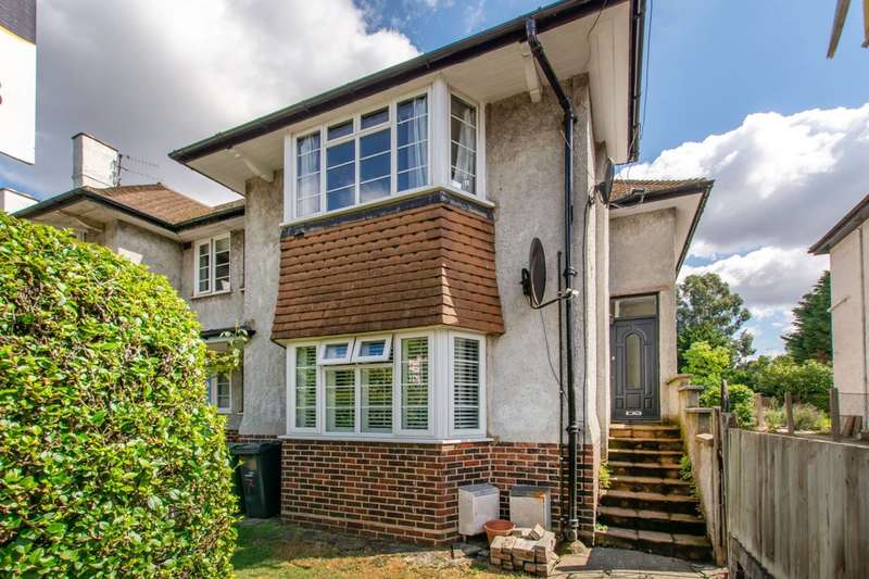 3 Bedrooms Flat for sale in Thornton Road, Streatham Hill, SW12
