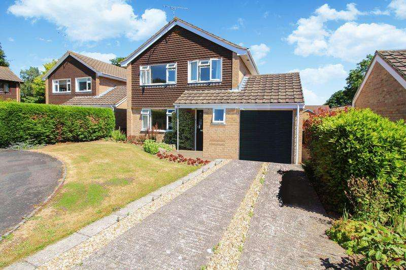 4 Bedrooms Detached House for sale in Coates Grove, Nailsea
