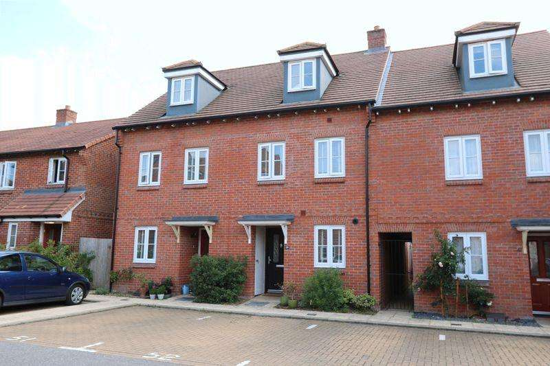3 Bedrooms Town House for sale in Wellesbourne Crescent, Kingshill Grange