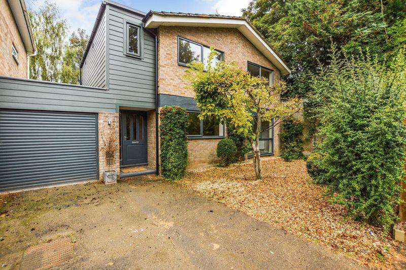 4 Bedrooms Detached House for sale in Fox Dale, Stamford