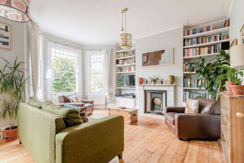 3 Bedrooms Apartment Flat for sale in Glaserton Road, Stamford Hill, N16