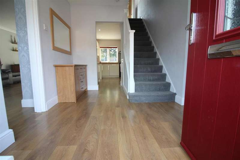 3 Bedrooms Semi Detached House for sale in Arkwrights, Harlow