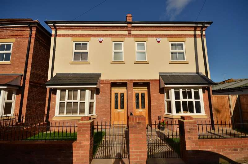 4 Bedrooms Town House for sale in Gilliat Row, Ebury Road, Rickmansworth