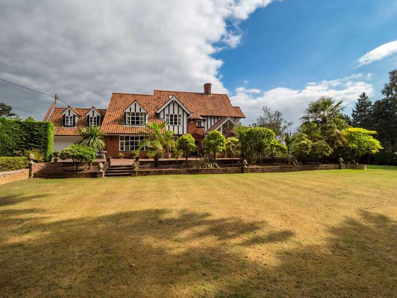 6 Bedrooms Detached House for sale in Strumpshaw road, Brundall