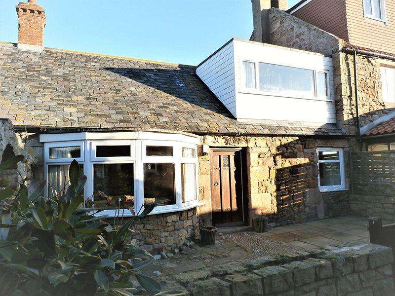 3 Bedrooms Cottage House for sale in 43 Harbour Road, Chathill