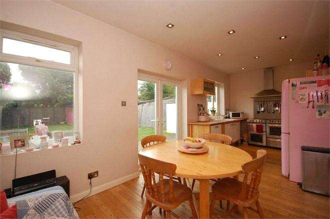 5 Bedrooms Semi Detached Bungalow for sale in Glenwood Avenue, London, NW9