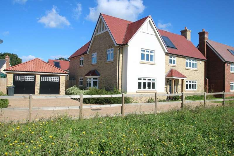 5 Bedrooms Detached House for sale in Christmas Tree Crescent, Hawkwell