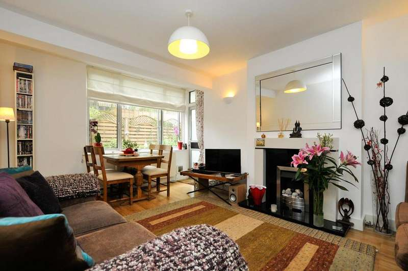 3 Bedrooms Flat for sale in Alwyne Square, London
