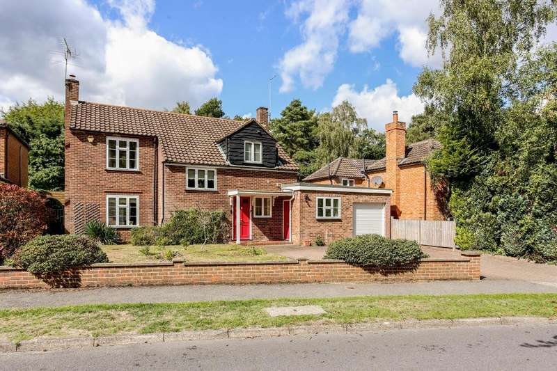 3 Bedrooms Detached House for sale in Woodend Drive, Ascot