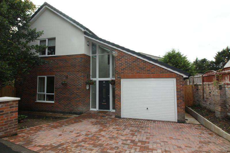 3 Bedrooms Detached House for sale in Litherland Park, Liverpool