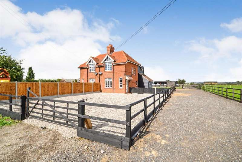 3 Bedrooms Equestrian Facility Character Property for sale in East End Road, Bradwell-on-Sea