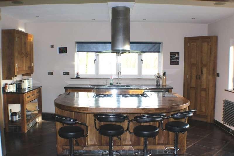 5 Bedrooms Detached House for sale in Woodlands Close, Bridlington