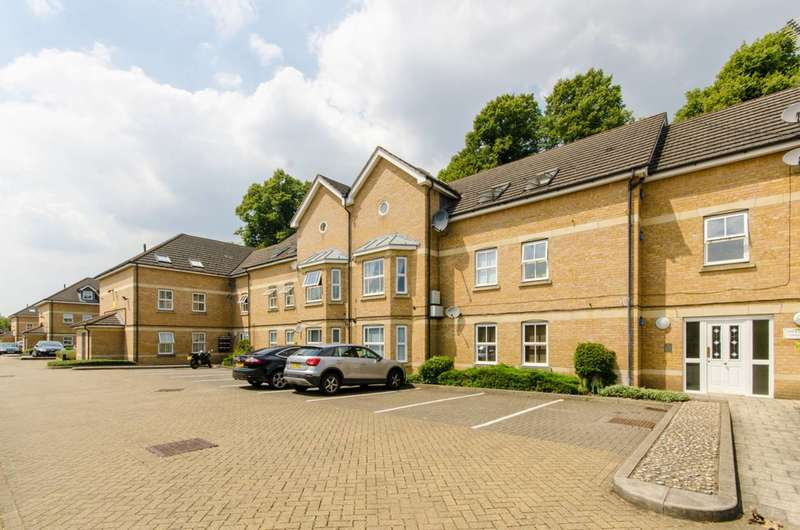 2 Bedrooms Flat for sale in Otley Court, Catterick Close, New Southgate, N11