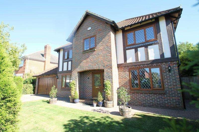 5 Bedrooms Detached House for sale in Hawkinge, Folkestone