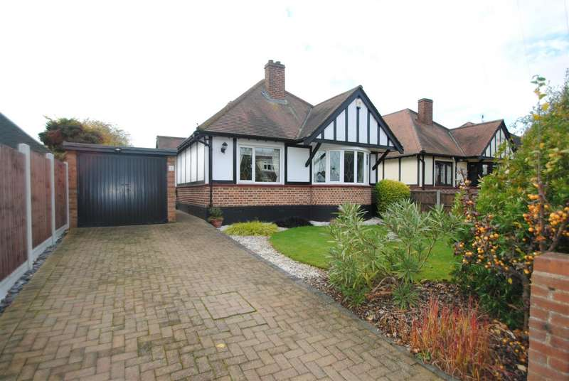 2 Bedrooms Detached Bungalow for sale in Beeleigh Close, Southend-On-Sea