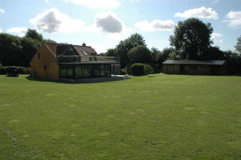 3 Bedrooms Detached House for sale in Norton Ferris, Warminster